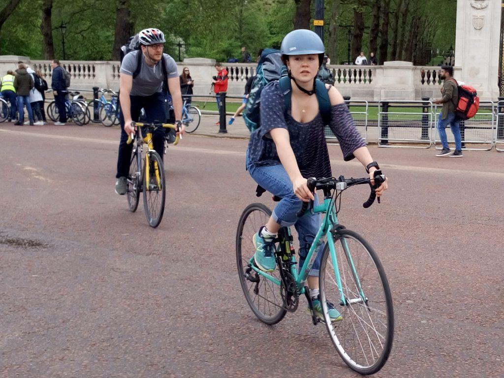 fietsen londen gevaar buitenland left right links drentse fietser